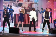 Fergie performs on Vivement Dimanche, 18 May, x9 *leggy*