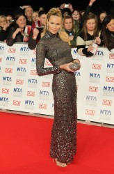 *ADDS* Elle Macpherson @ National Television Awards, London, 25.01.12 - 9 HQ