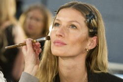 Жизель Бундхен, фото 2309. Gisele Bundchen prepares backstage at the Alexander Wang Fall 2012, february 11, foto 2309