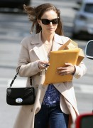 Натали Портман, фото 5043. Natalie Portman leaves friend after lunch at a local eatery in Los Angeles,Feb29, foto 5043