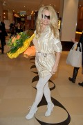 Памела Андерсон, фото 4994. Pamela Anderson arrival at Vienna International Airport, march 4, foto 4994