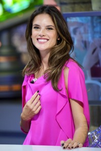 Алессандра Амброзио, фото 8199. Alessandra Ambrosio On 'El Hormiguero' TV Show in Madrid, 05.03.2012, foto 8199